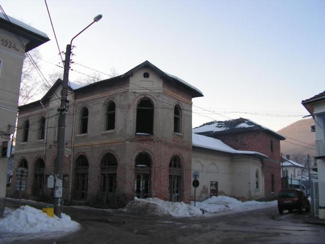 """Във връзка с разрушаването на старата сграда на """"Лятно кино"""" в Етрополе, Ви уведомяваме"""